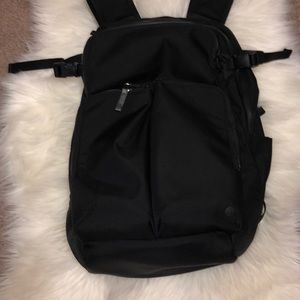LULULEMON | BLACK ASSERT BACKPACK 30L